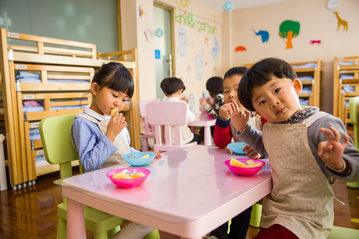 Encouraging better eating habits at school cafeterias